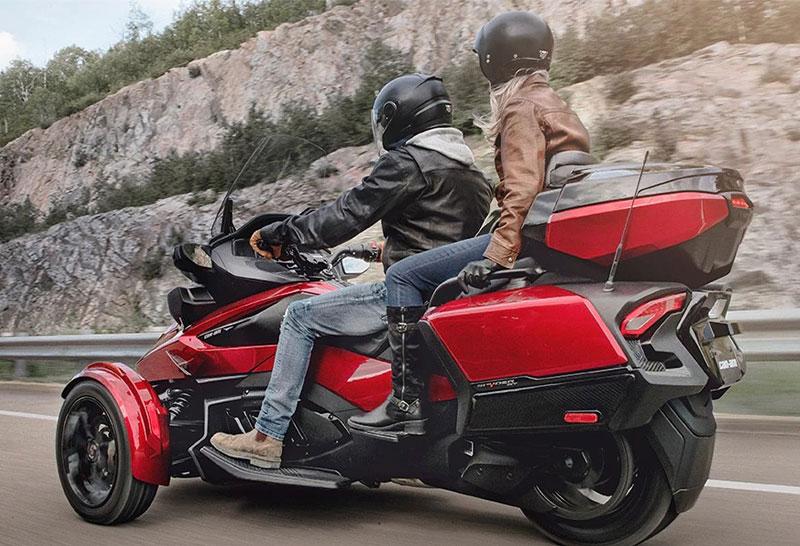 3輪モーターサイクル「Can-Am Spyder RT」がフルモデルチェンジ 記事1