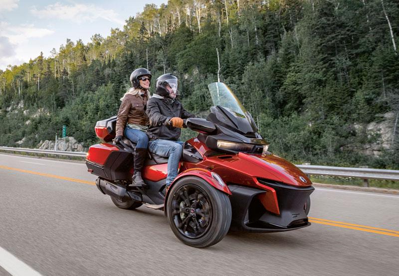 3輪モーターサイクル「Can-Am Spyder RT」がフルモデルチェンジ 記事9