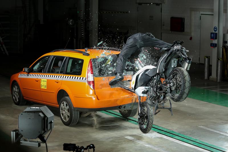 ボッシュが二輪車向け自動緊急通報システム「ヘルプコネクト」を開発 記事3