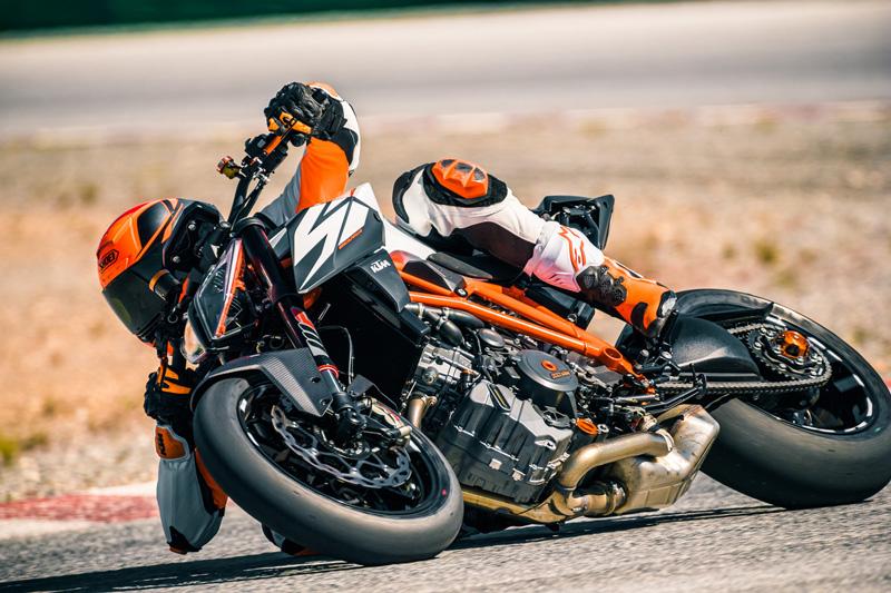 【KTM】MY18・MY19のストリートモデルがお買い得!「KTM サマークリアランスキャンペーン」を7/11~9/30まで開催 記事3