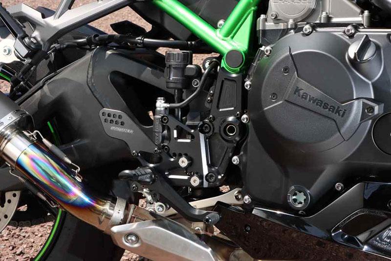 "KAWASAKI Z H2 2020年モデル用「STRIKER Sports Touring Concept ""STC""ステップキット」記事01"