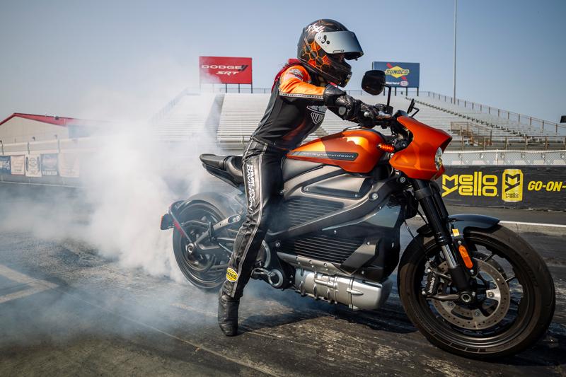 【ハーレー】電動モーターサイクル「LiveWire(R)」がドラッグレースでその実力を披露 メイン