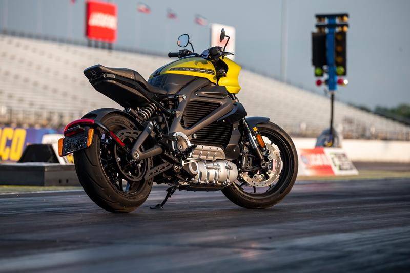 【ハーレー】電動モーターサイクル「LiveWire(R)」がドラッグレースでその実力を披露 記事1