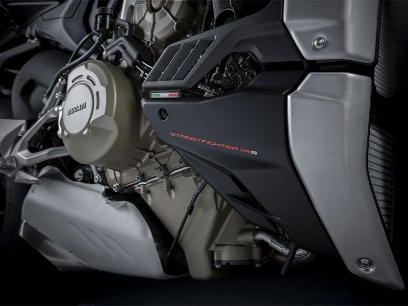 【ドゥカティ】MY 2021「ストリートファイター V4」シリーズのユーロ5適合を発表。上位モデル V4 S には新色を追加 記事5