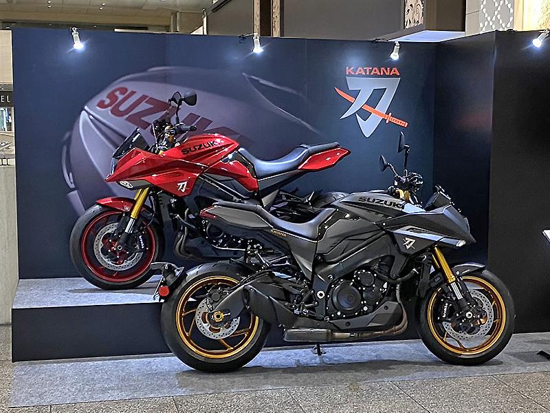 【スズキ】WEB モーターサイクルショー2020に参考出品した「KATANA 特別色」を東京・名古屋で展示 記事1