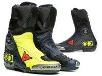 ダイネーゼからロッシレプリカブーツ「AXIAL D1 REPLICA VALENTINO BOOTS」が発売 メイン