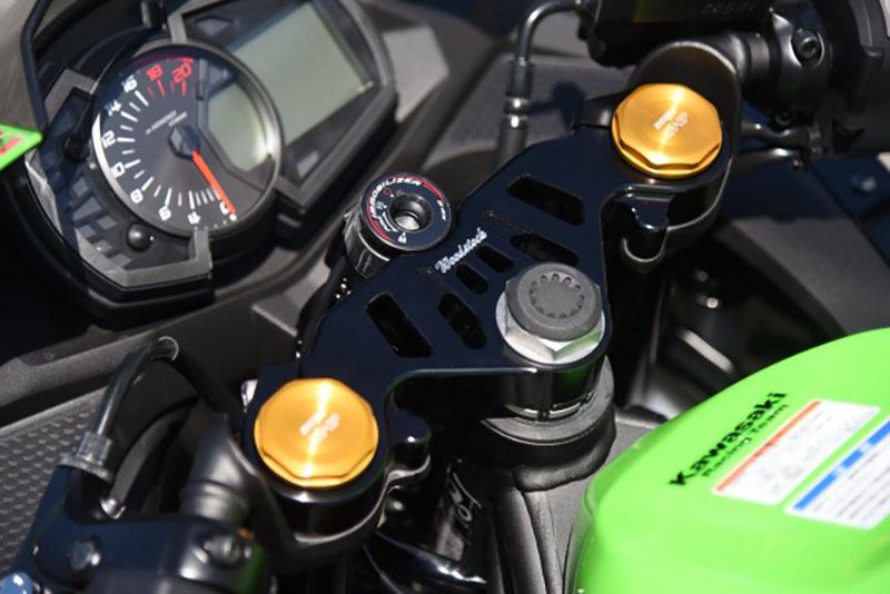 ウッドストック Kawasaki Ninja ZX-25R向け「バックステップキット、ライセンスプレートホルダー、トップブリッジ 」記事05