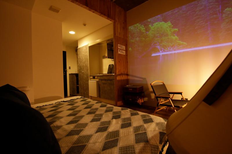 室内でもキャンプや BBQ を楽しめる? 複合宿泊施設 365BASE outdoor hostel が「CAMP ダブルベッドルーム」を新設 記事2