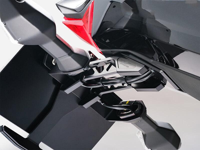 ストライカーから Ninja ZX-25R/SE('21)用「STRIKER アルミビレットフェンダーレスキット」が1月末発売予 メイン
