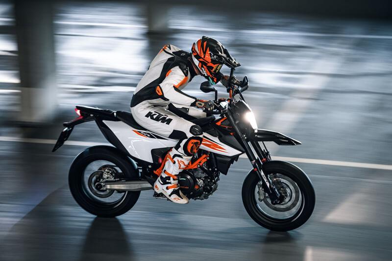 【KTM】最大10万円分の純正オプション・ウェアをプレゼント!「2021スタートダッシュキャンペーン」を1/8~3/31まで開催 記事3