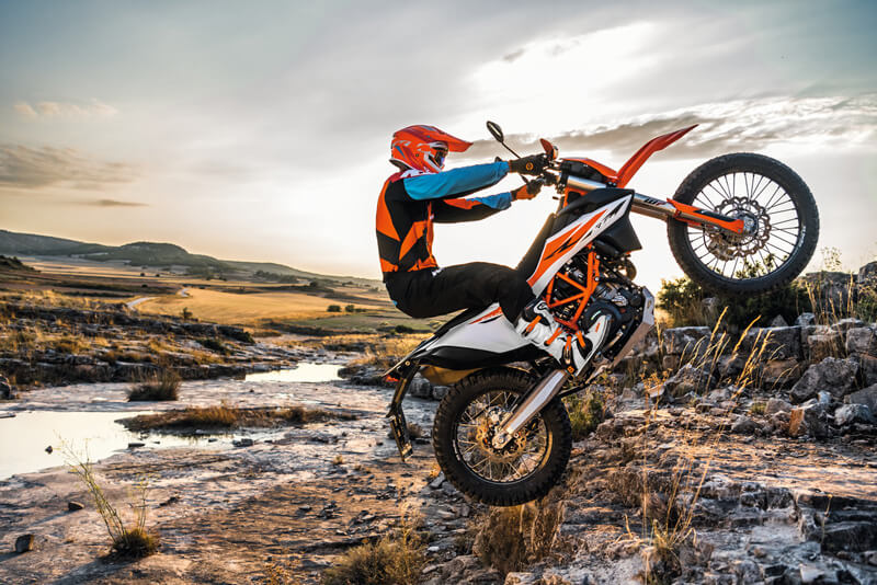 【KTM】最大10万円分の純正オプション・ウェアをプレゼント!「2021スタートダッシュキャンペーン」を1/8~3/31まで開催 記事4