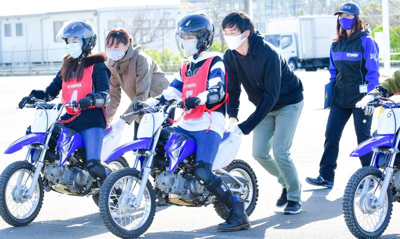 【ヤマハ】「お客様の気持ちを理解することが大切」女性従業員限定のバイクレッスンを実施 記事1
