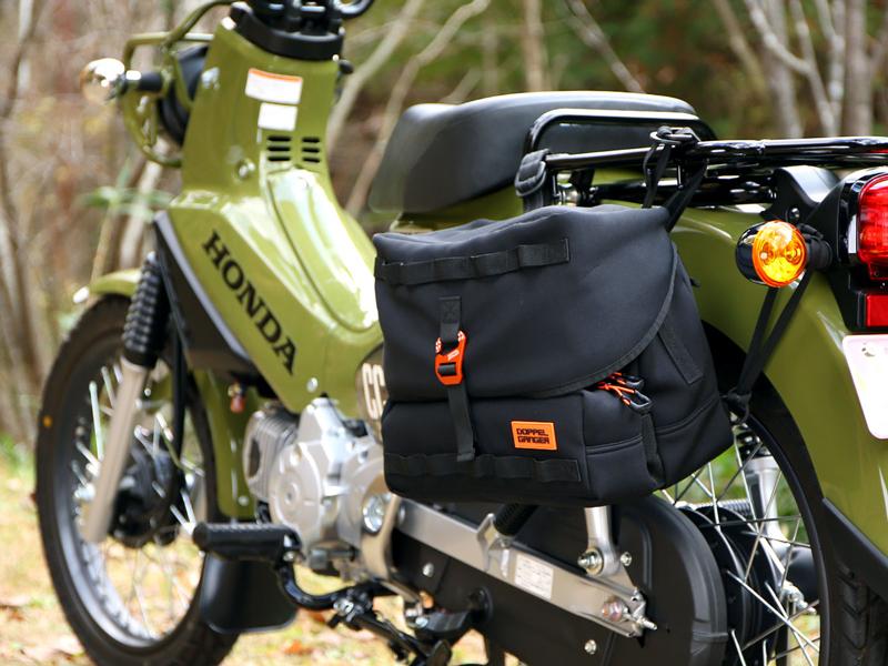 サイドバッグにもなるウェットスーツ素材のショルダーバッグ「モトメディカルバッグ DBT609-BK」がドッペルギャンガーから登場 記事5