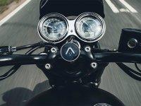 【トライアンフ】矢印で目的地を案内するシンプルなナビシステム「Triumph Beeline」を発売 メイン