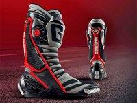 ガエルネ製レーシングブーツの最高峰「GP-1 EVO」の新色がジャペックスから発売! メイン