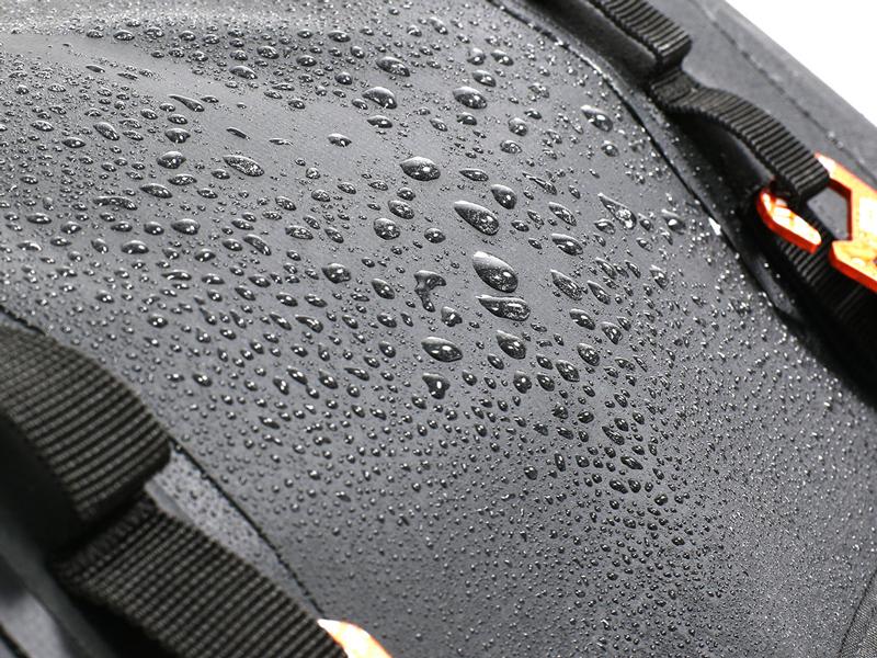 クルーザー用に設計された防水サドルバッグ「ターポリンサドルバッグ WP/WPS」がドッペルギャンガーから発売 記事1