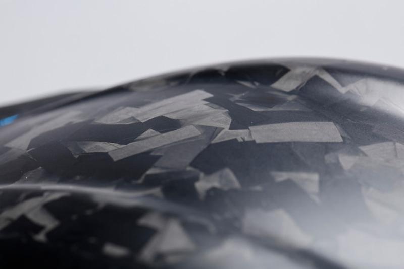 「フォージドカーボン」を採用した AGV 初のヘルメット「PISTA GP RR FUTURO」が登場 記事2