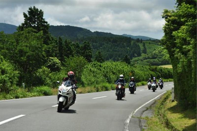 バイク王がクローズドイベント「つるの剛士さん参加!日帰りツーリングイベント」を開催 記事1