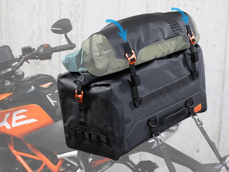 荷崩れしにくい大容量防水シートバッグ!「ターポリンシートバッグ ツアー DBT611-BK」がドッペルギャンガーから発売 記事3