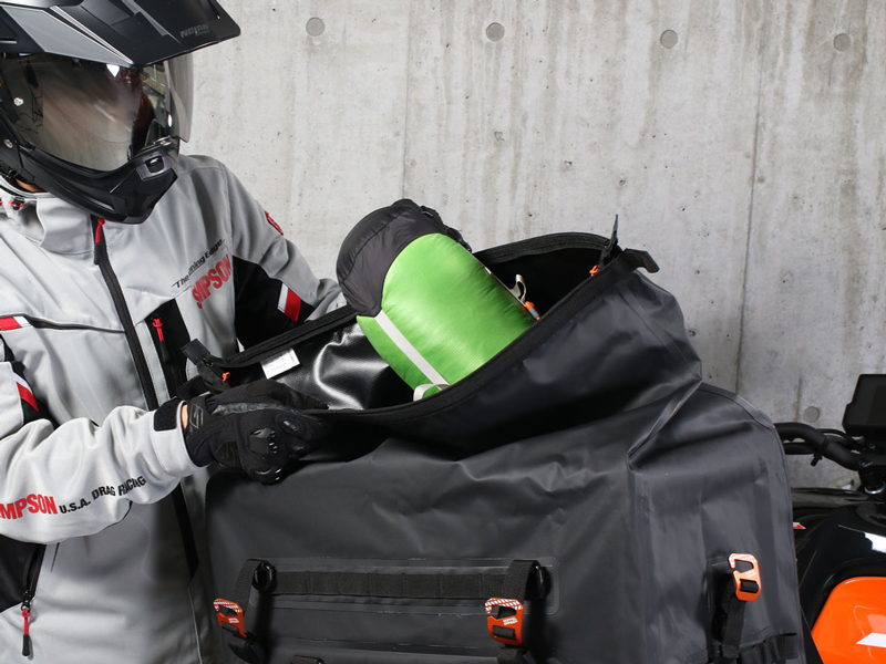荷崩れしにくい大容量防水シートバッグ!「ターポリンシートバッグ ツアー DBT611-BK」がドッペルギャンガーから発売 記事5