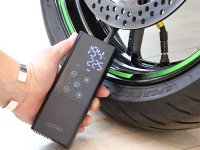 空気圧調整はこれひとつで OK!コードレスで使いやすい電動エアポンプ「スマートエアポンプ JP 01」がキジマから8月下旬発売 メイン