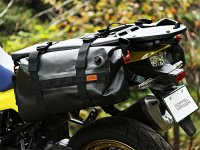 林道ツーリングにピッタリの防水サイドバッグ! ドッペルギャンガーから「TPU サイドバッグ DBT595-BK」が発売 メイン