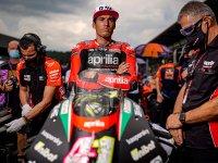 【アプリリア】MotoGP で活躍する「アプリリアレーシング」のチームウェアコレクションを発売 メイン
